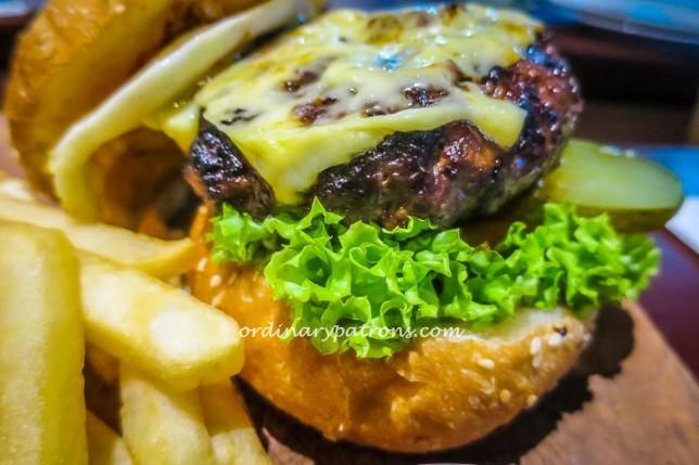 Kontiki - Cheese Burger