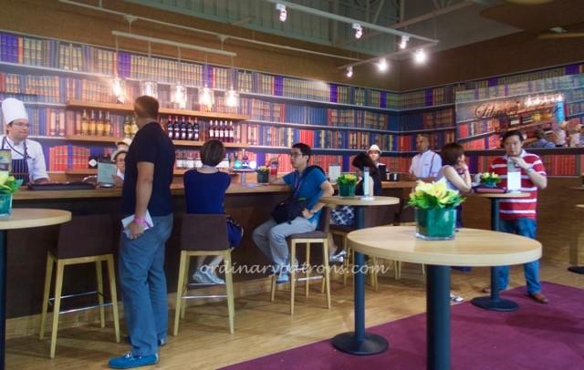 f1-singapore-2016-paddock-club-library-bar-1