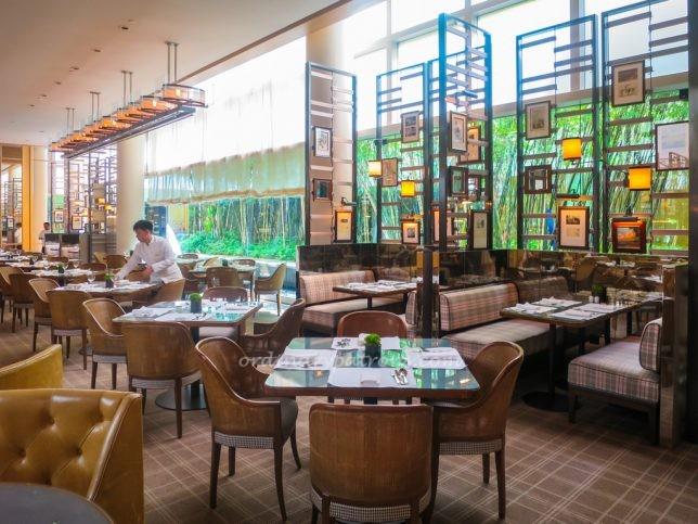 Buffet at Colony at The Ritz-Carlton Singapore